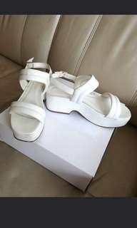 🚚 Charles & Keith White Sandals