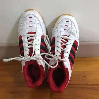 Adidas 室內波鞋
