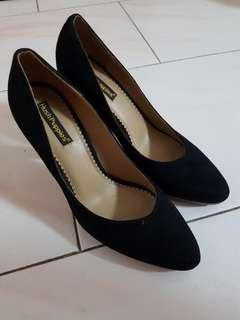 🚚 Hush Puppies Black Heels (size 38)