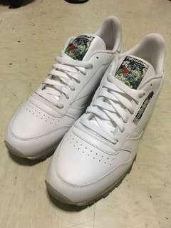 🚚 Reebok sneakers