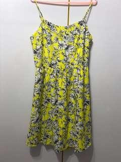 BNWT Yellow floral spag dress