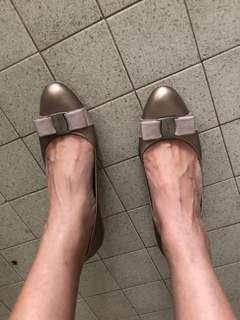 🚚 Salvatore Ferragamo leather heels