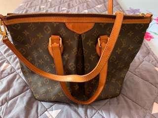 Louis Vuitton Bag (authentic)