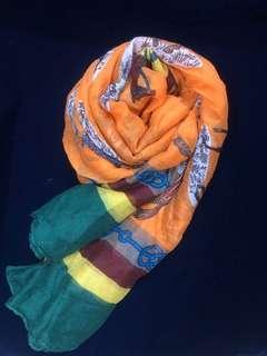 🚚 超亮眼😍質感橘色滾綠邊絲巾 (實拍照)