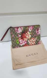 Gucci gg bloom clutch