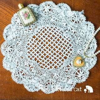 🚚 RESERVED Pretty vintage hand-made lace doily, intricate pattern