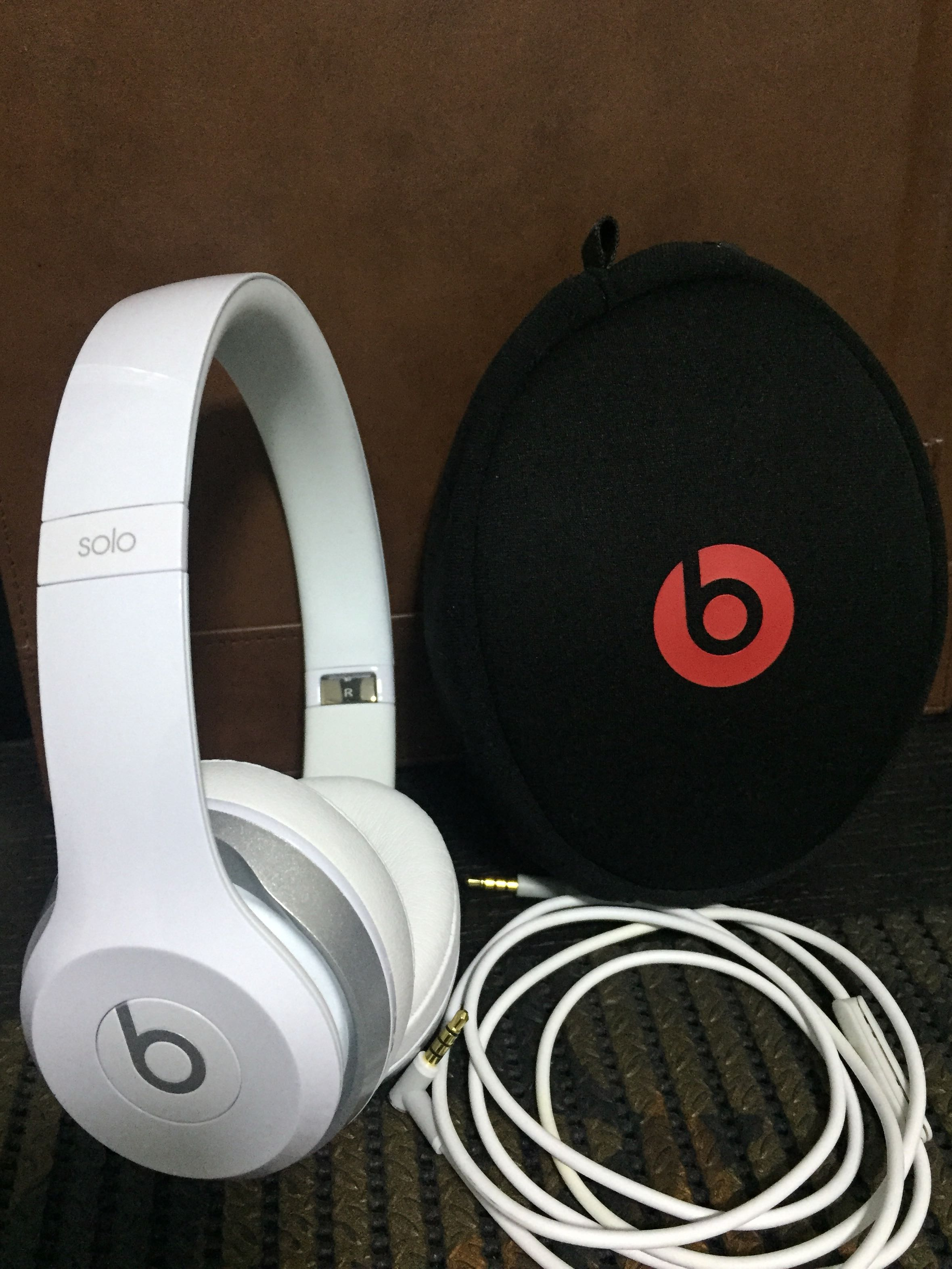 Beats Solo 2 Wired Over Ear Headphone White Only Tried Once Electronics Audio On Carousell
