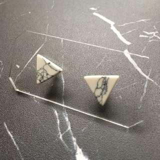 包平郵 耳環 三角雲石款 白色 台灣購入