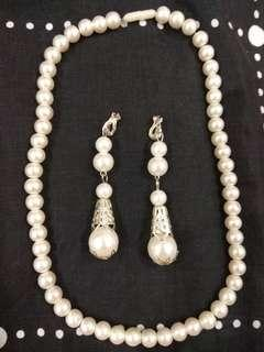 #MFEB20 Pearl earrings and necklace set