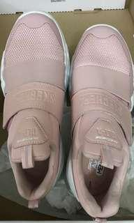 🚚 Brand new Women's Skechers DLT-A shoes in blush pink
