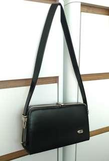 Guchi Handbag Black