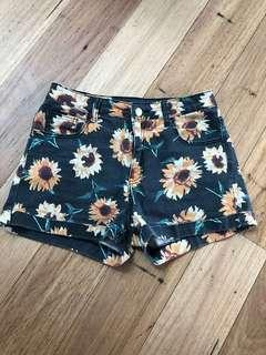 High waisted vintage look shorts