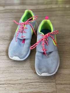 nike neon yellow roshe sneakers