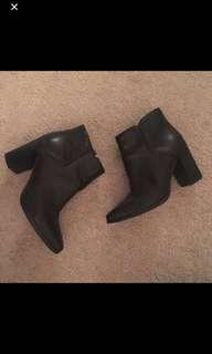 Leather bootie 7.5 nine west