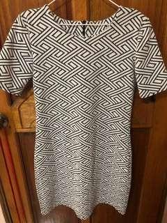 Patterned Dress with sleeve