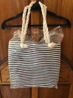 Striped tote bag with zipper