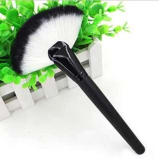 Fan Brush / Kuas Duyung / Kipas / Highlighter Make Up