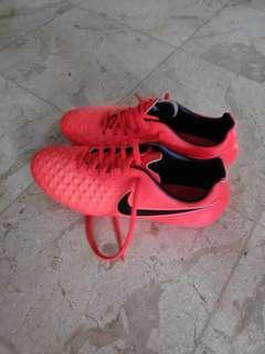 Nike Sepatu Bola
