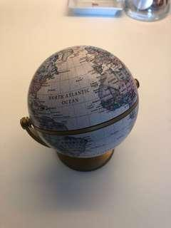 🚚 Desk Globe