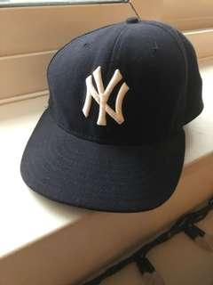 Fitted NY Yankees Cap - Size 7 + 1/4