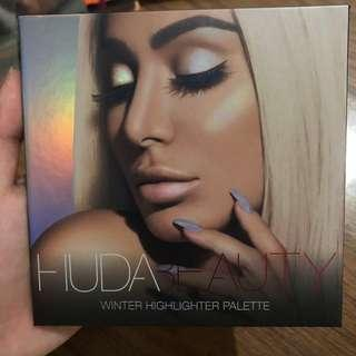 Huda Beauty Highlighter in Winter Solstice