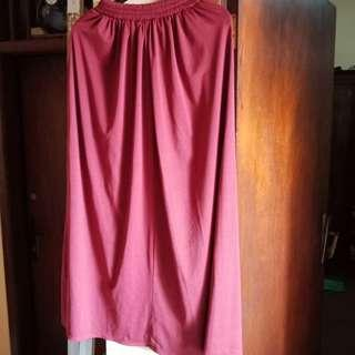 Basic Skirt Maroon