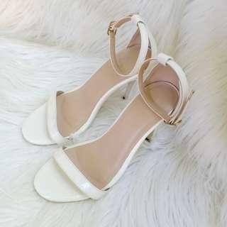 Hue Manila White Heels
