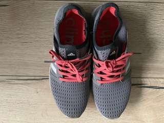 🚚 二手Adidas 灰色慢跑鞋