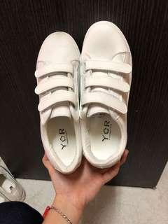 🚚 白平板鞋 魔鬼氈