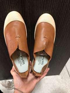 🚚 皮 包鞋
