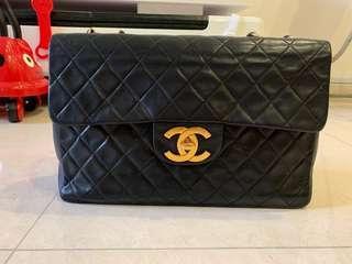 🚚 Genuine Chanel Bag vintage maxi navy