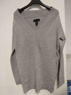 🚚 灰色毛上衣
