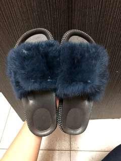 🚚 藍毛 拖鞋