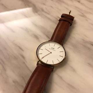 [SOLD] Cheap Daniel Wellington Watch