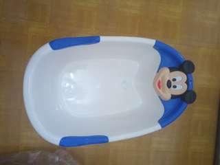 Bak mandi bayi dan anak