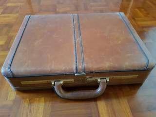 Vintage Satchi leather briefcase