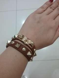 Stud brown bracelet