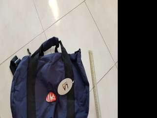 🚚 LA gear gym bag