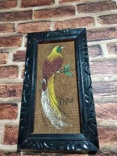 Lukisan burung cendrawasih dari Papua