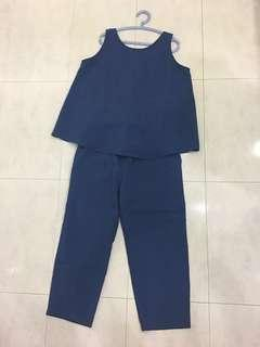 🚚 SALE!BN sleeveless top with pants suit set