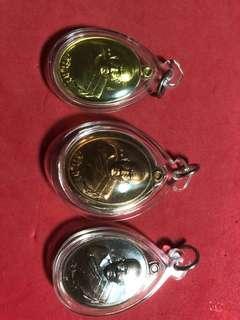 🚚 Thai Amulet Wat Tha Din Daeng Lp Loy Rian Cherionpon Lang (BE2561)Only made82 Pcs