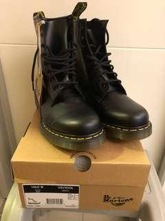 Dr Martens 8 eyes boot