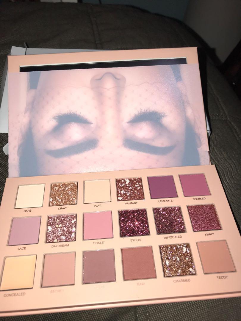 Huda Beauty: New Nude Palette