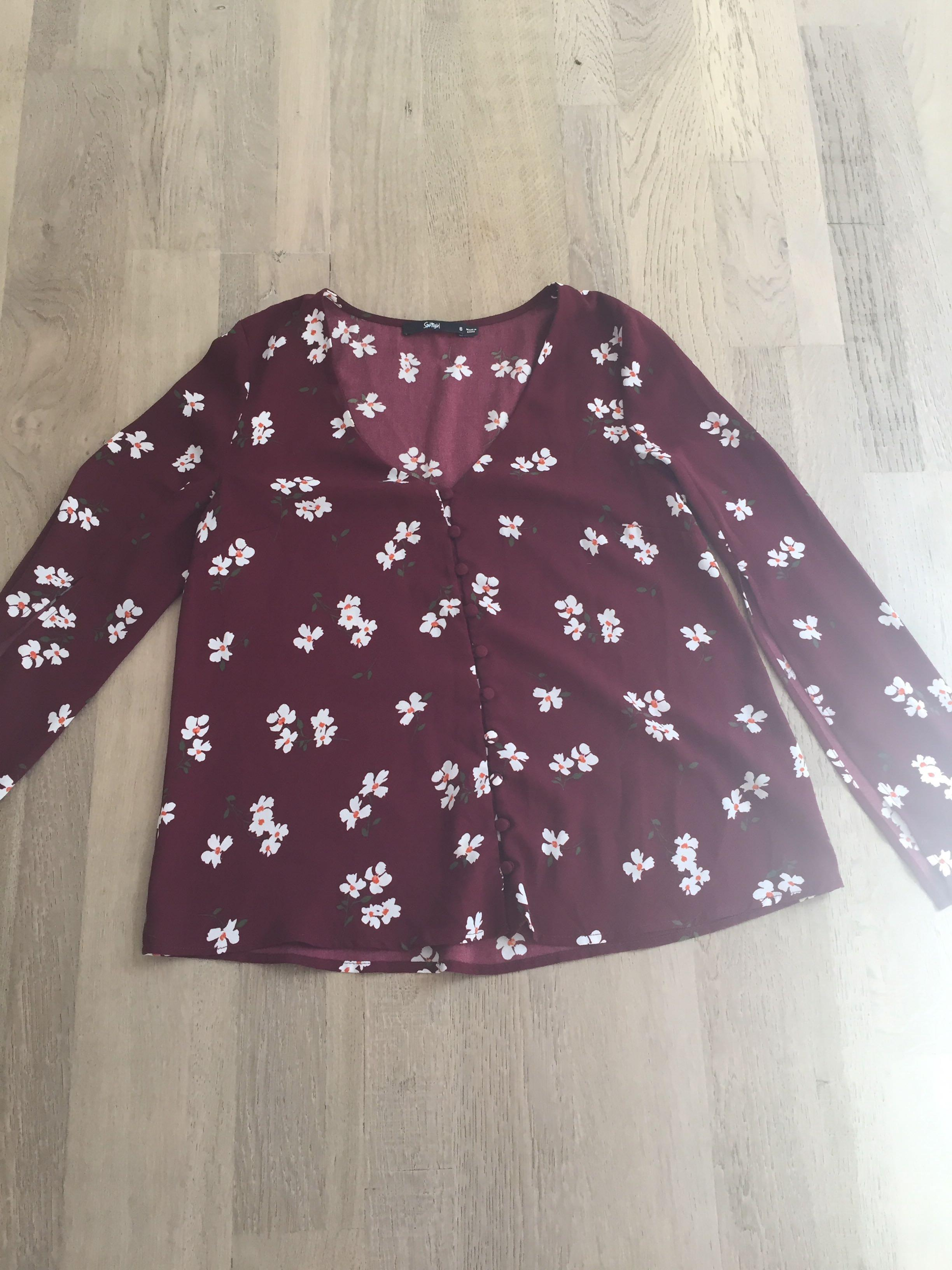 Sportsgirl size 6 floral top with split sleeves. Excellent condition