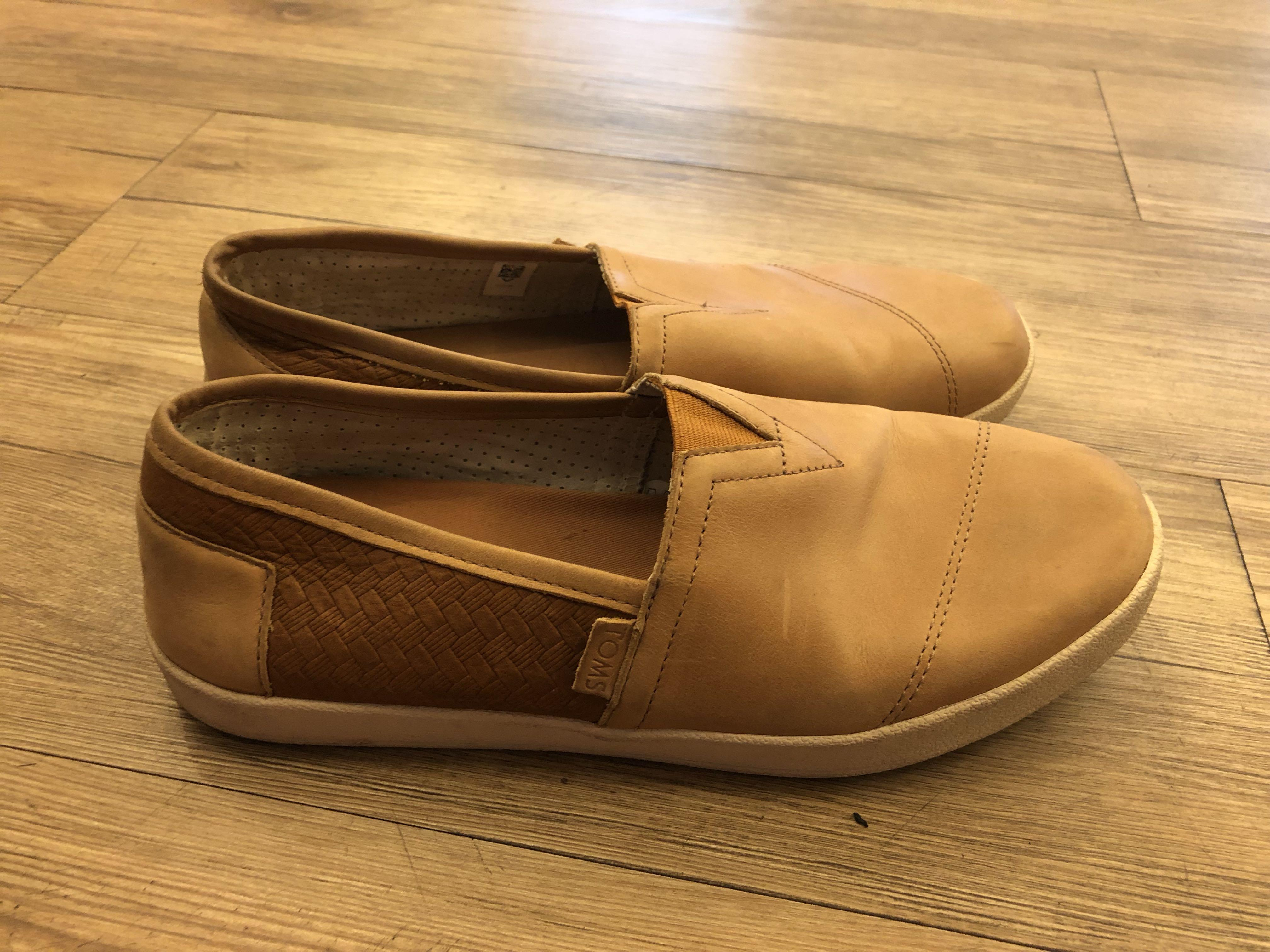 low priced 7be35 f0fb8 TOMS - (42) Leather slip on/ Tan, Men's Fashion, Men's ...