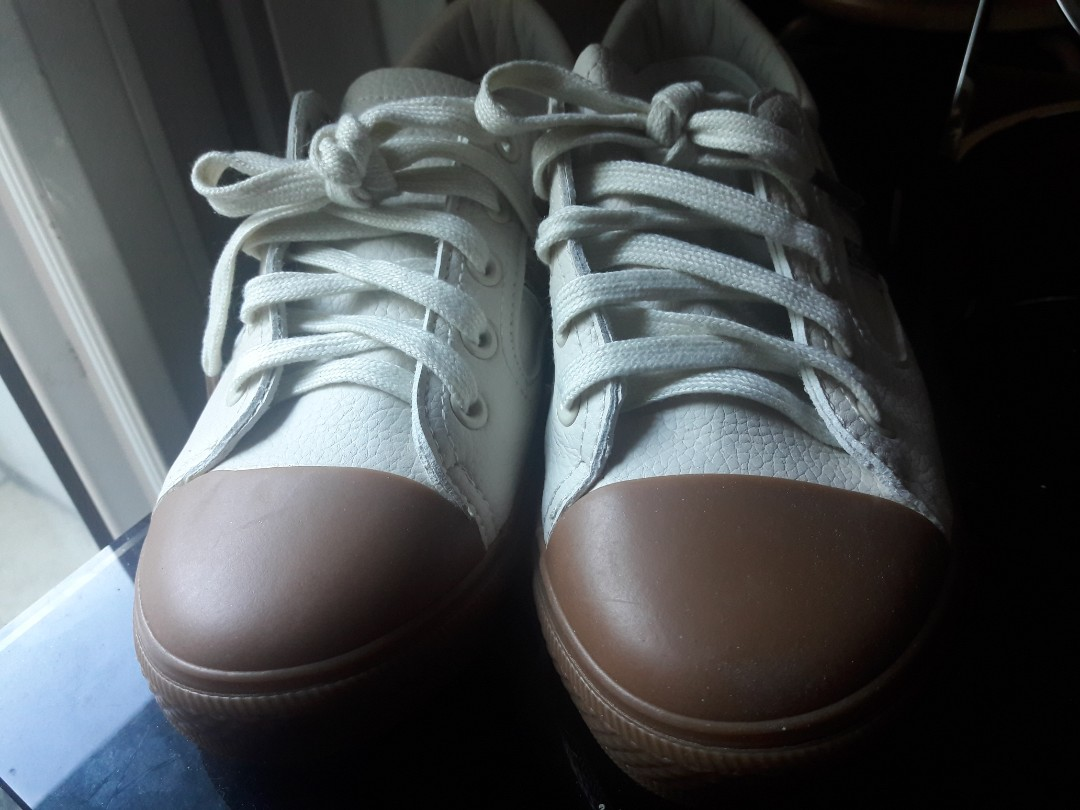 bb5d71952 WHITE SNEAKERS Size 7 Womens