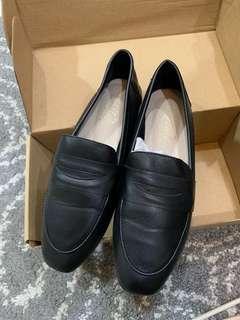 🚚 D+AF 黑色樂福鞋 23.5