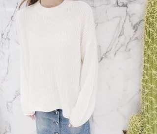 白色針織毛衣