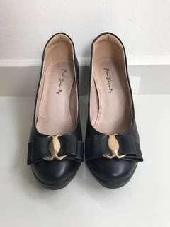 🚚 Free Beauty Black Leather Heels