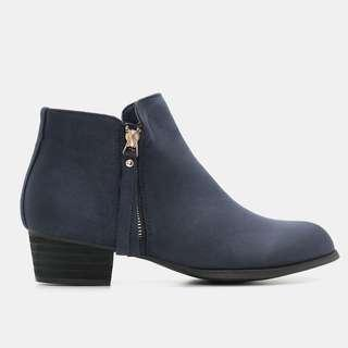 BNWT Ardene Suede Booties in Navy colour